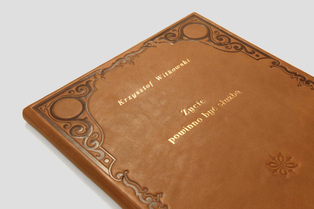 Witkowski Krzysztof — Życie powinno być służbą: bibliofilska edycja w artystycznej, ręcznie wykonanej oprawie.
