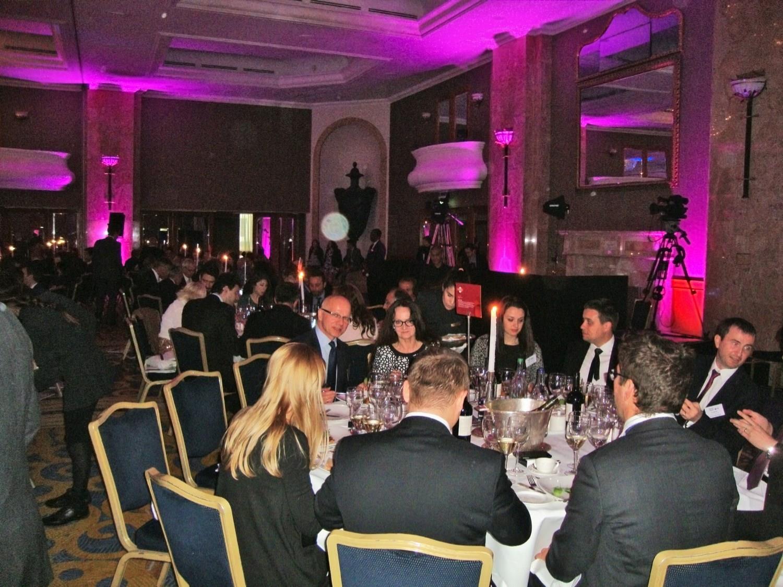 Gala w Londynie podczas wręczania nagród European Business Awards. Na lewo od Urszuli Kurtiak siedzi ambasador RP w Londynie Dariusz Łaska