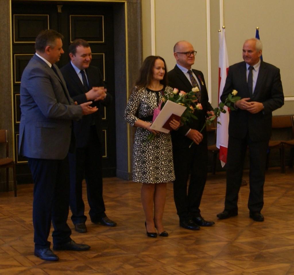 Złote Krzyże Zasługi dla Urszuli Kurtiak i Edwarda Ley