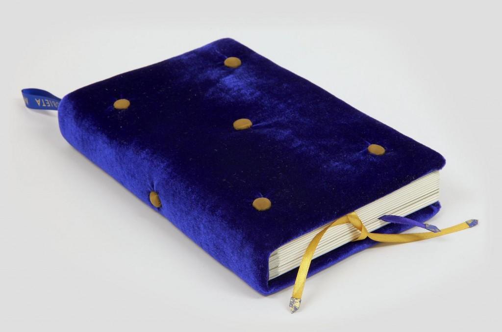 Książka kolekcjonerska ręcznie oprawiona w welur - Kobieta metamuzyczna