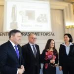 Kolejne pamiątkowe zdjęcie z wicepremierem J. Piechocińskim i przewodniczącą jury