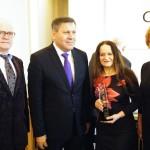 Pamiątkowe zdjęcie z wicepremierem J. Piechocińskim i  dr Alicją Adamczak prezeską Urzędu Patentowego