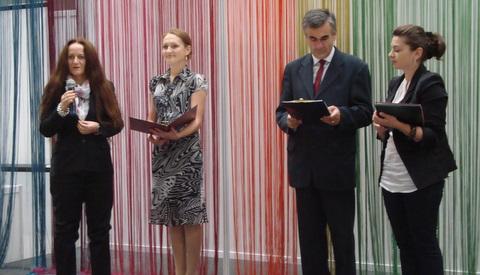 Ceremonia wręczenia nagrody dla Kurtiak i Ley za Pamiętniki Adama i Ewy M. Twaina podczas Targów Idealny Dom i Wnętrze 2010